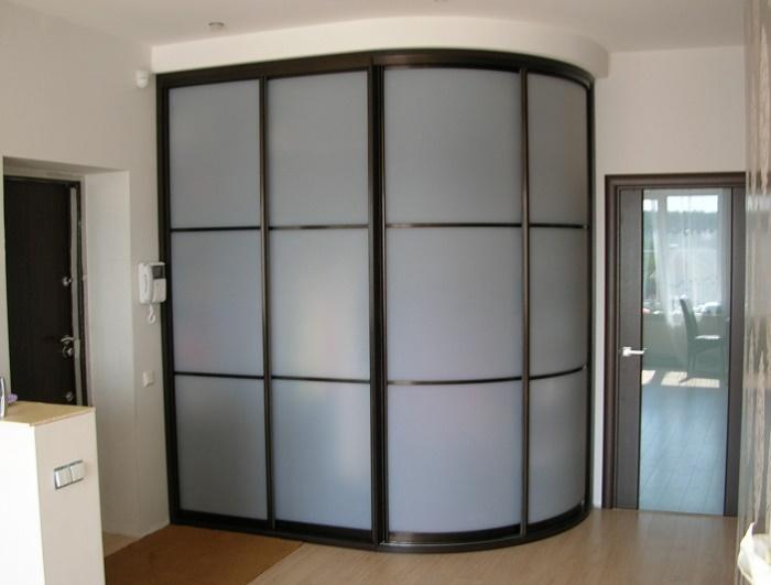 От чего зависит дизайн углового шкафа-купе?