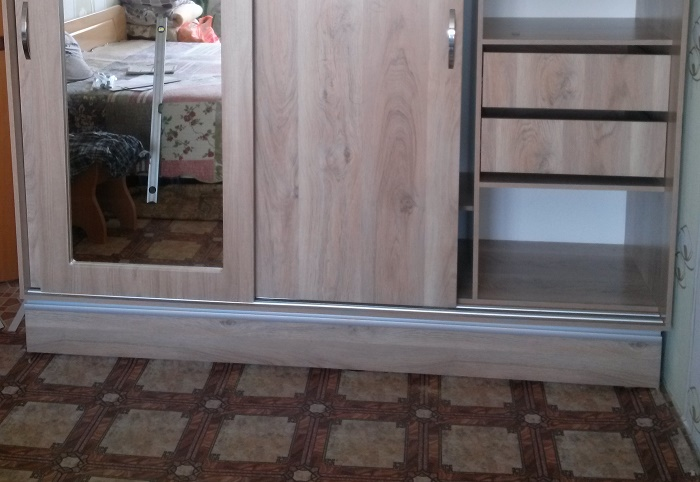 основание шкафа купе со скрытыми ящиками