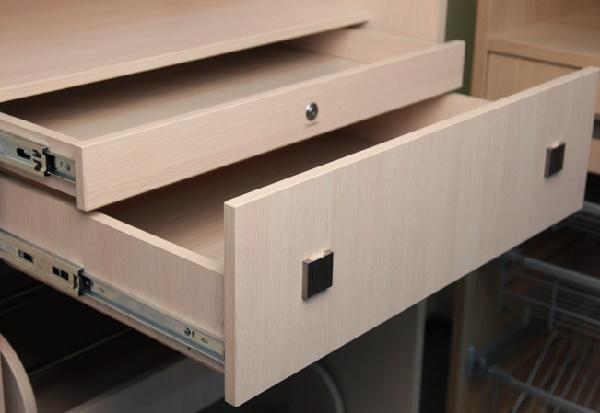 вкладной потайной выдвижной ящик для шкафа-купе с замком