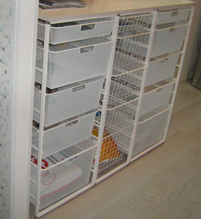стойки из выдвижных корзин для шкафа-купе