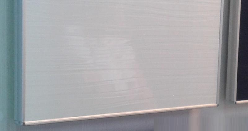 Алюминиевый торец на деталях ДСП
