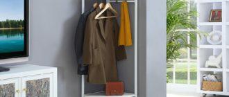 Угловая полка в прихожую: фото вариантов с вешалками и тумбами под обувь, отдельностоящих и пристроенных к шкафам-купе