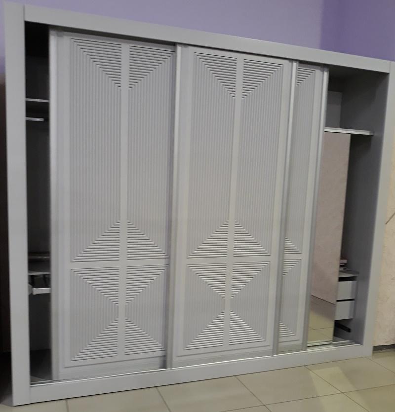 классический дизайн шкафа-купе из мдф