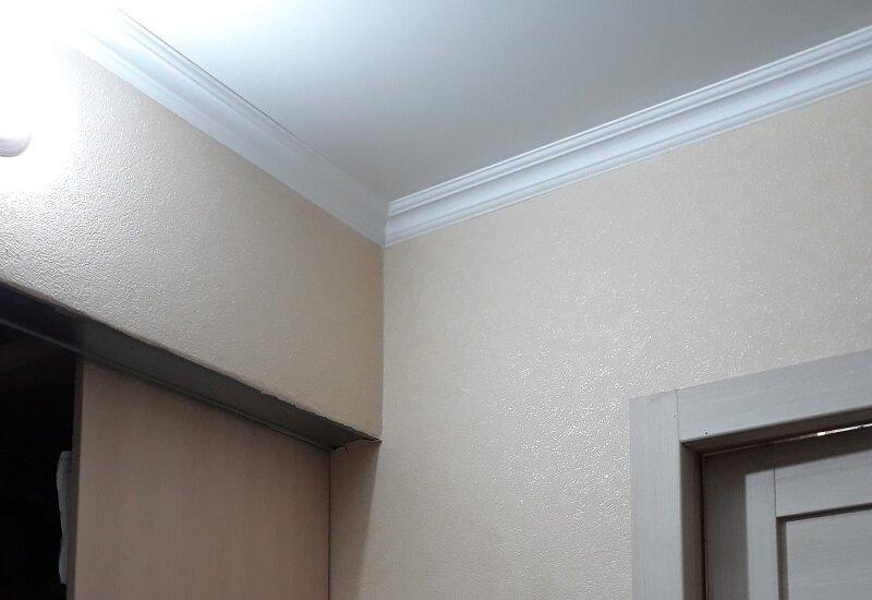 гипсокартон между натяжным потолком и шкафом-купе